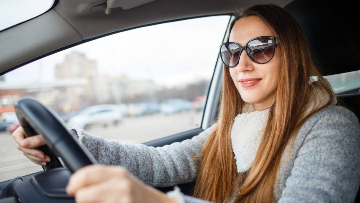 Benefits of wearing sunglasses for winter driving